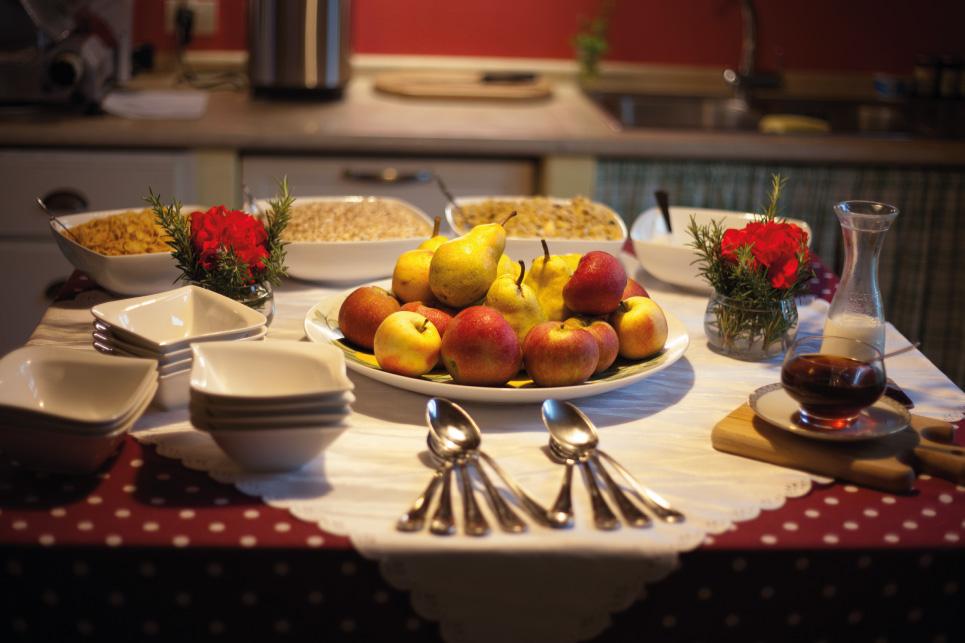 tuscany villa breakfast