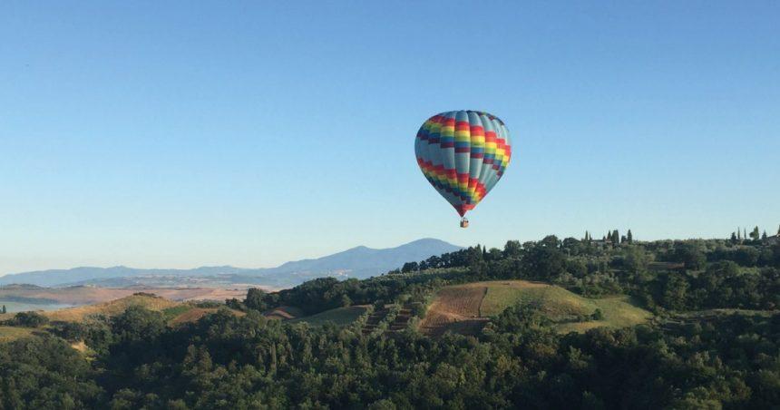 Un volo in mongolfiera sulle colline toscane