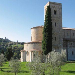 Relax e slow travel in Toscana: quattro abbazie tra Val d'Orcia e le Crete Senesi